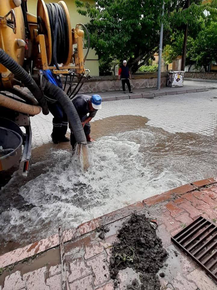 Yağmur Suyu Izgaralarında Genişletme ve Temizleme Çalışması Yapıldı.