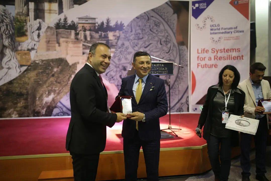 Kütahya Belediyesinin ev sahipliğinde gerçekleşen UCLG Aracı Şehirler 2. Dünya Forumu, Kütahya DPÜ'de düzenlenen gala ile sona erdi.