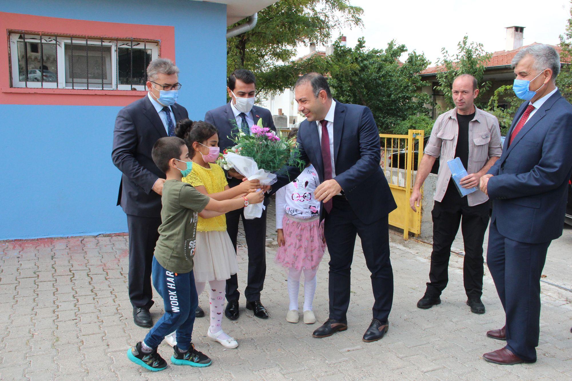 Başkan İbaş İlköğretim Haftası Kutlama programına katıldı.