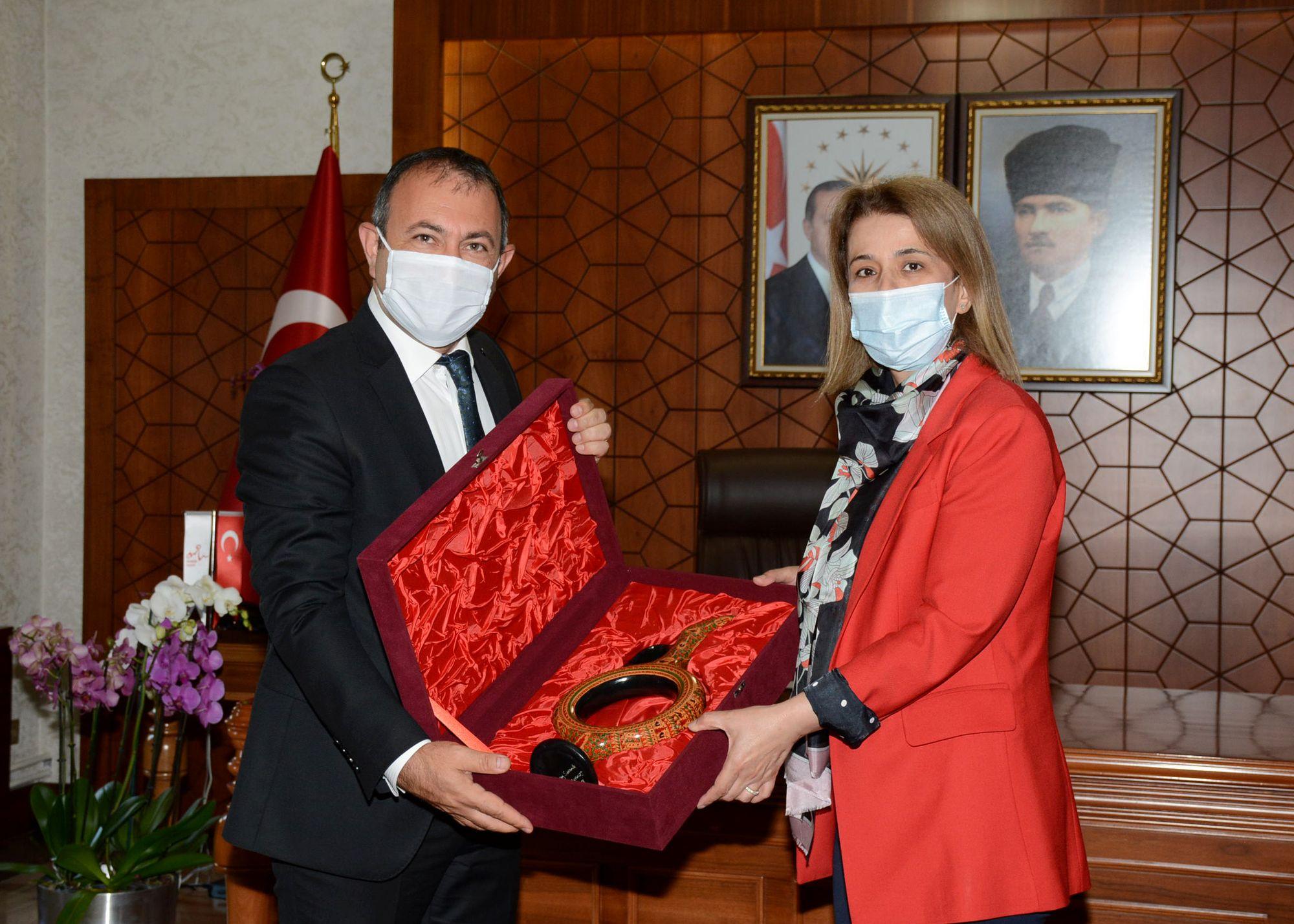 Başkan İbaş'tan Nevşehir'in Yeni Valisi İnci Sezer Becel'e Ziyaret