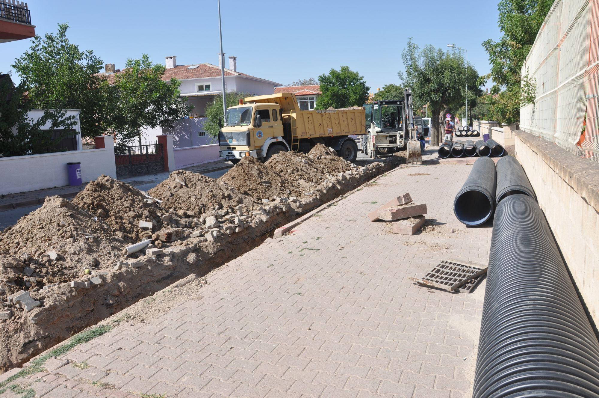 Mithat Dülge Caddesi Yağmur Suyu Drenaj Hattı Yapımı Devam Ediyor
